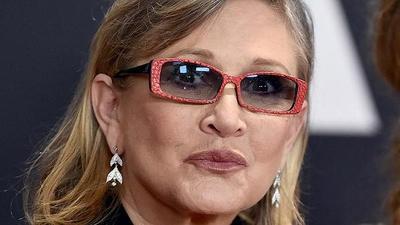 Carrie Fisher sufre ataque cardiaco mientras viajaba