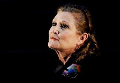 Carrie Fisher sufre un ataque al corazón en un avión
