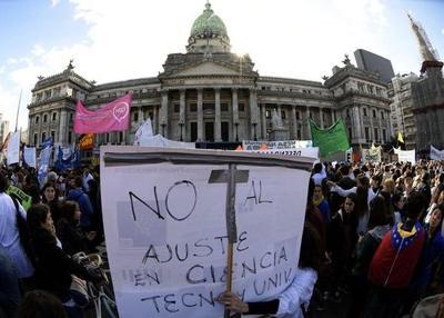 Temores en Argentina sobre futuro de desarrollo científico