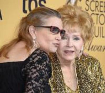 Hospitalizan a Debbie Reynolds, madre de Carrie Fisher