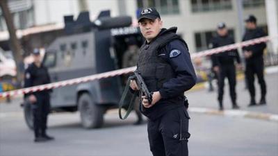 Continua prófugo el atacante que mató a 39 personas en club de Estambul