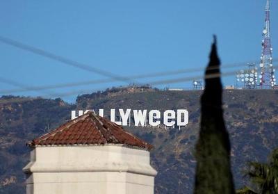 Cambian el famoso letrero blanco de Hollywood para que aluda a la marihuana