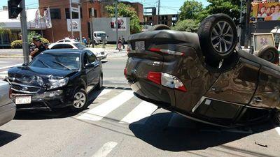 Accidente sobre Mariscal López: uno de los conductores admite que cruzó en rojo