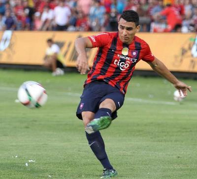 Júnior Alonso jugaría en el Racing de Avellaneda