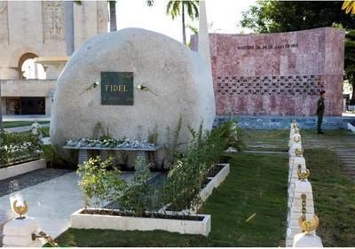 Unas 70.000 personas visitaron tumba de Fidel Castro