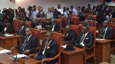 Se posesionan 9 senadores en Haití en medio agitación por arresto de Philippe