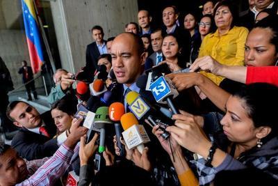 """Chavismo pide anular declaración de """"abandono del cargo"""""""