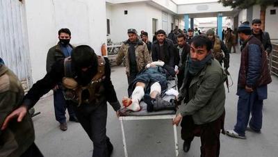 Al menos 30 muertos en doble atentado talibán en Kabul