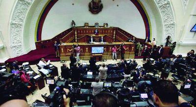 Parlamento intenta destituir a Maduro por ''abandono de cargo''