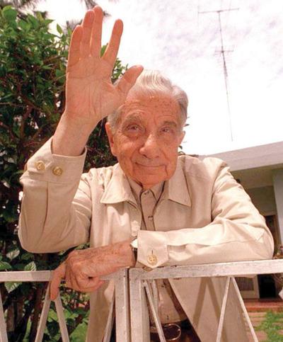 Recuerdan el centenario de Roa en prensa internacional