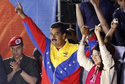 Corte chavista declara nula la destitución de Maduro