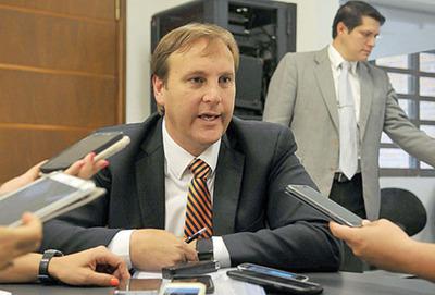 Firma de López M. asegura compras en casi todos los ministerios