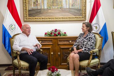Embajadora de Estados Unidos concluye misión diplomática