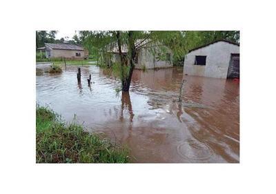 Intensa lluvia en San Ignacio, Misiones, inundó casas y calles