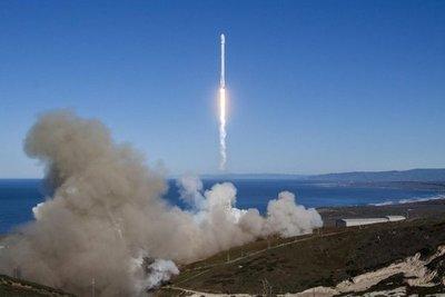 SpaceX lanza cohete con éxito por primera vez tras explosión de septiembre