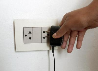 Desconectar aparatos y evitar sitios húmedos en días de tormentas
