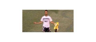 Marca un golazo y pide matrimonio: #Respect