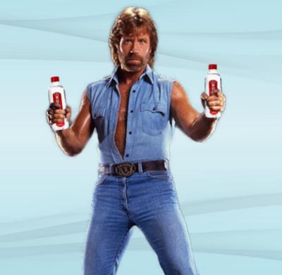 Chuck Norris lanzó su marca de agua embotellada