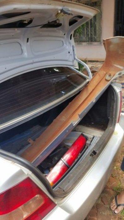 Ofrecían partes de vehículo robado en Facebook y fueron detenidos