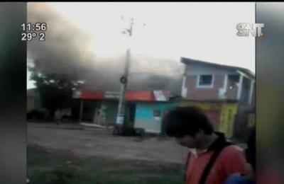 Local comercial en Remansito se quema completamente