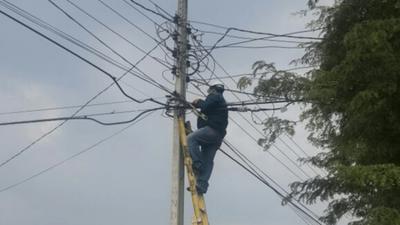 ANDE a la caza de conexiones clandestinas en San Lorenzo