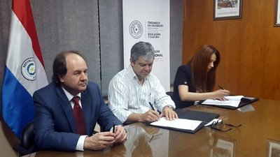 Firman acuerdo para digitalizar educación