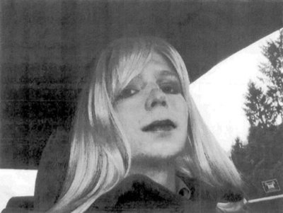 "Familiares de Manning están ""encantados"" con que ""pronto vaya a ser libre"""
