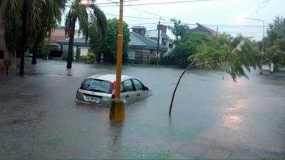 Inundaciones siguen afectando a la Argentina y ya dejaron un muerto