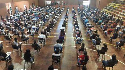 Unos 10mil jóvenes rinden para obtener becas de Itaipú