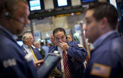 Wall Street frena las ganancias y el Dow Jones avanza 0,15 % a media sesión