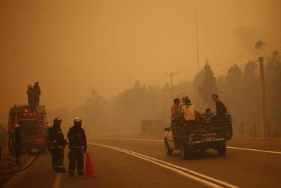 Chile: Hay 10 muertos y poblados destruidos en los feroces incendios
