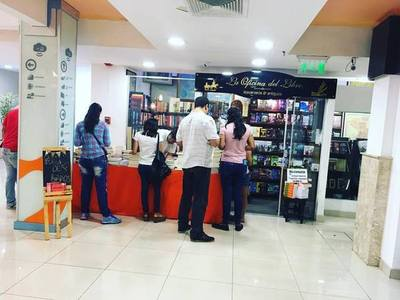 Denuncian presión de conocida Librería a su competencia