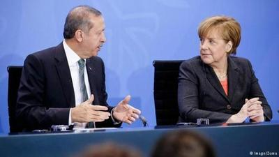 Merkel llega a Turquía para tensas negociaciones militares y migratorias