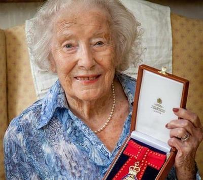 Vera Lynn, con nuevo disco a los 100 años