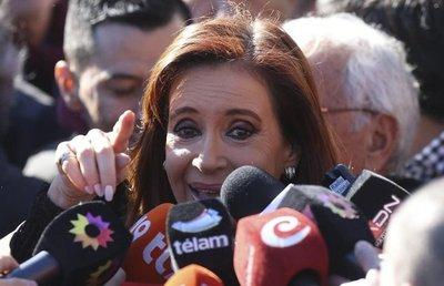 Citan a declarar a Cristina Fernández por presunto lavado