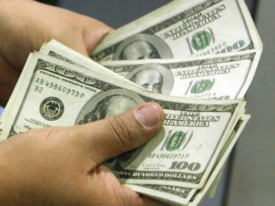 El dólar continúa relativamente débil