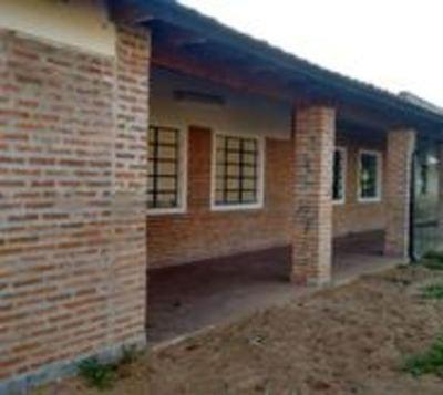Reparan más de 100 escuelas antes del inicio de clases