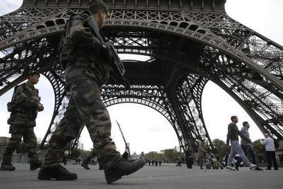 La Torre Eiffel tendrá muro de cristal antibalas