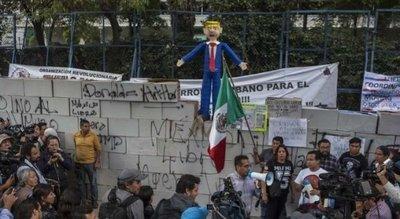 Mexicanos marchan por la unidad ante ataques de Trump