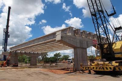 Superviaducto: Alzan las vigas de cemento