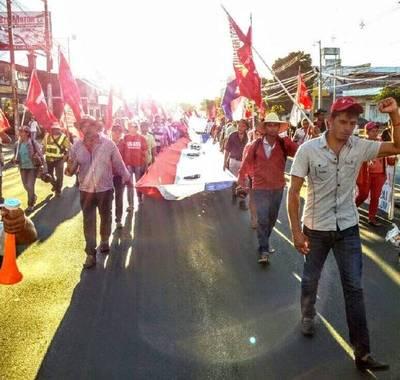 Manifestantes marchan en Asunción y ocasionan caos vehicular
