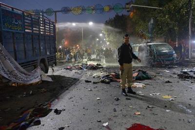 Pakistán: 13 muertos y 82 heridos en atentado suicida