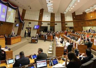 """Senadores y diputados dan """"ok"""" al Ejecutivo para emisión de bonos soberanos"""