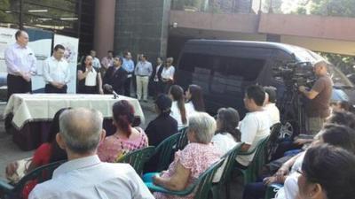 IPA recibe minibus para trasladar artesanos a ferias