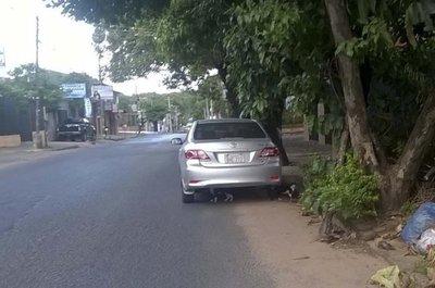 Ciudadanos siguen sin saber estacionar