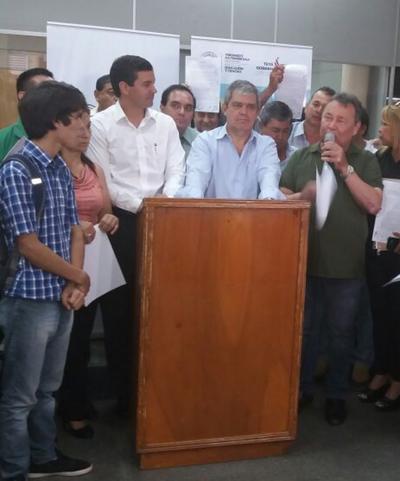 """Santiago Peña: """"Éste acuerdo está lejos de ser un punto final"""""""