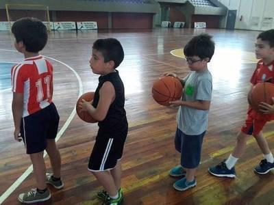 Clases gratuitas de basquet y varios deportes