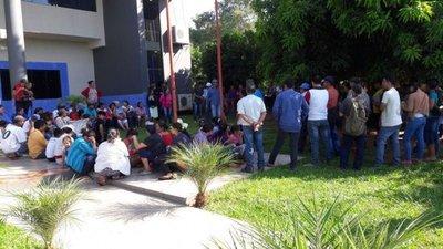 Labriegos levantan manifestación en Yasy Cañy