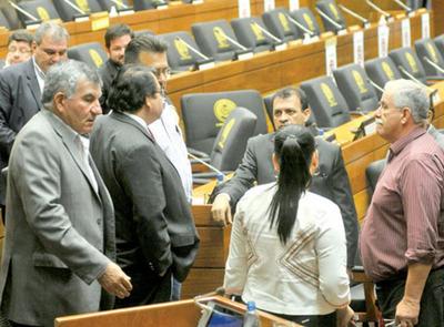 Discrepan sobre si deben anular su sesión de enmienda