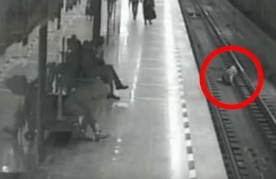 Valiente hombre arriesgó su vida para salvar a un niño que cayó a las vías del tren